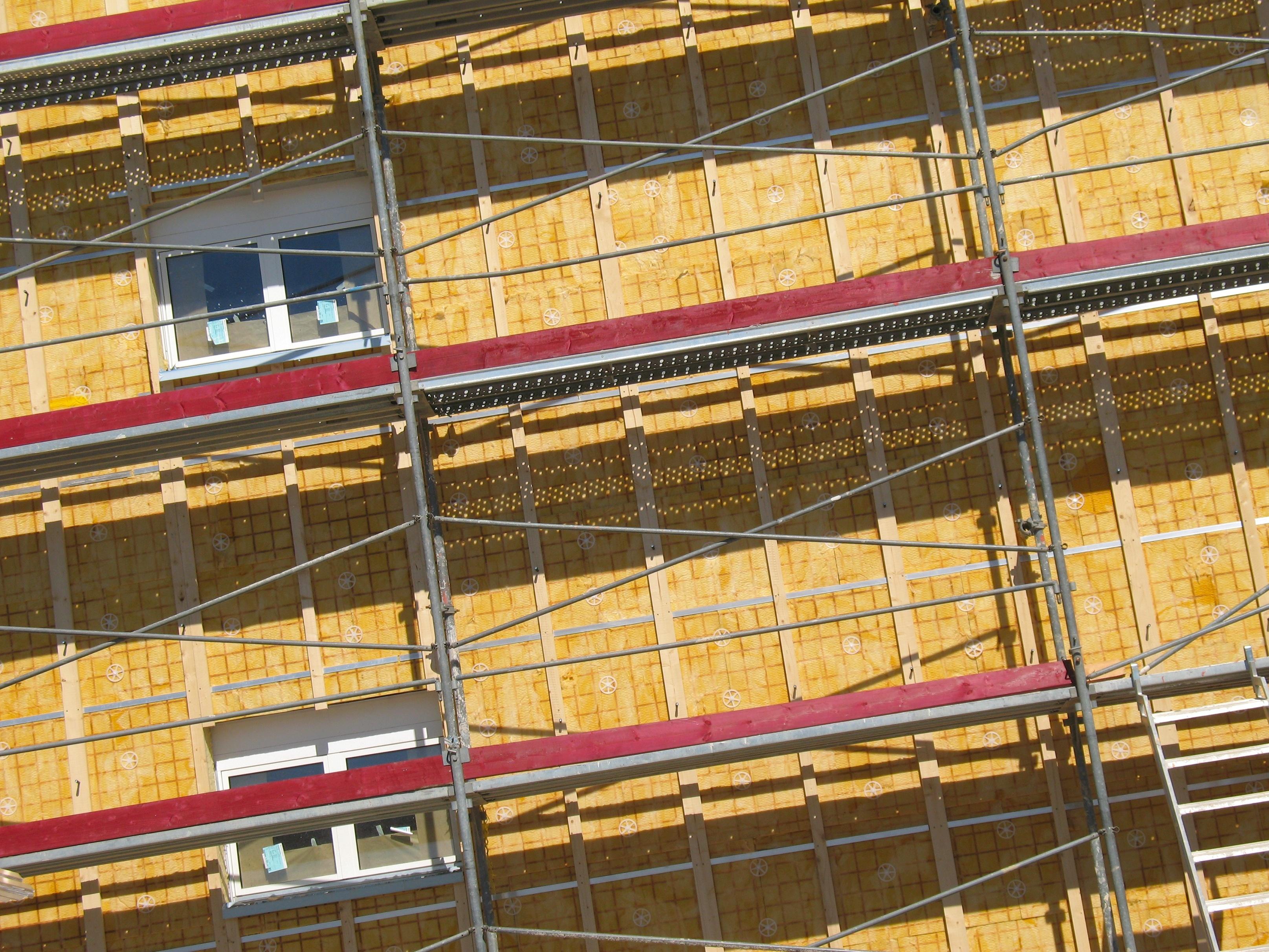 Hausfassade mit Baugerüst