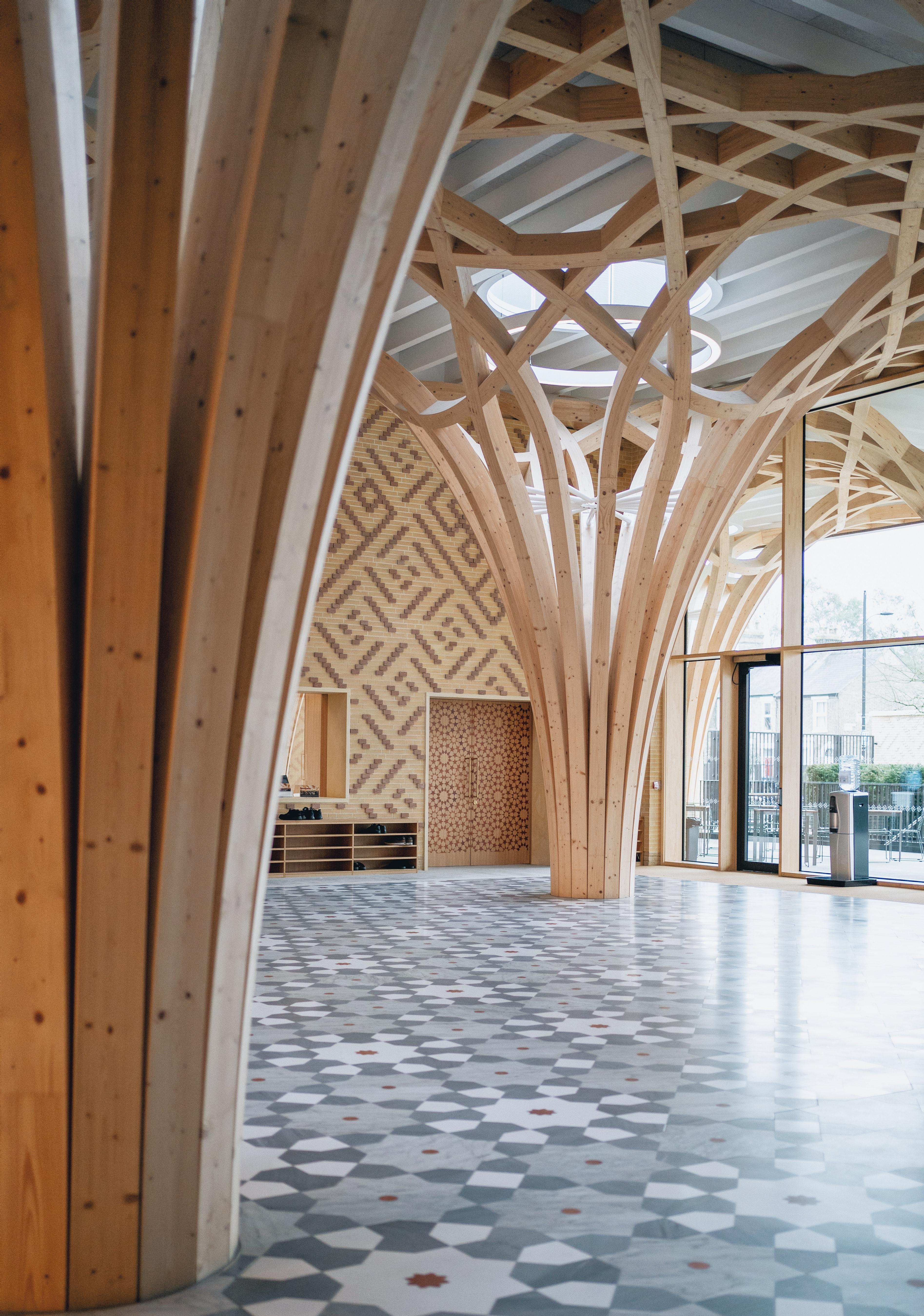 Ein Gewölbe aus Holz.