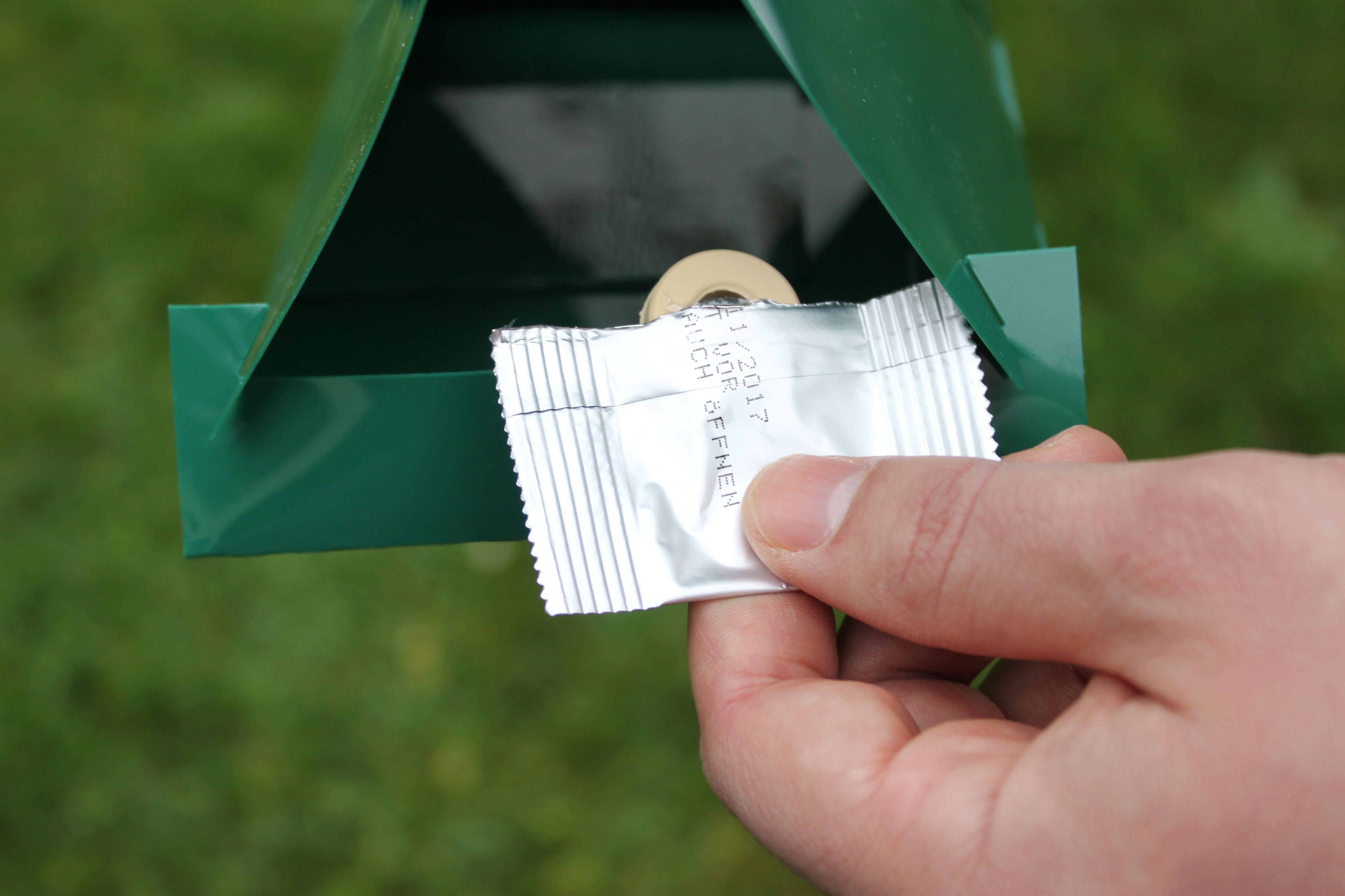 Lockstofffalle gegen Apfelwickler, die die Stärke des Falterflugs anzeigt.