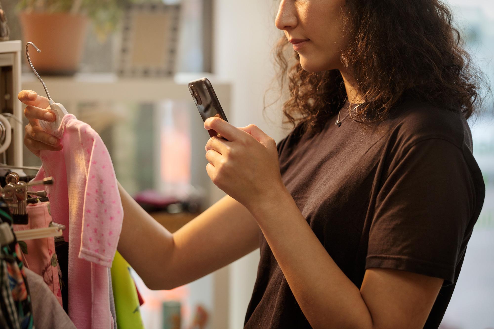 Mit der App Scan4Chem können Produkt-Barcodes gescannt werden, um Verbraucheranfragen zu erstellen.