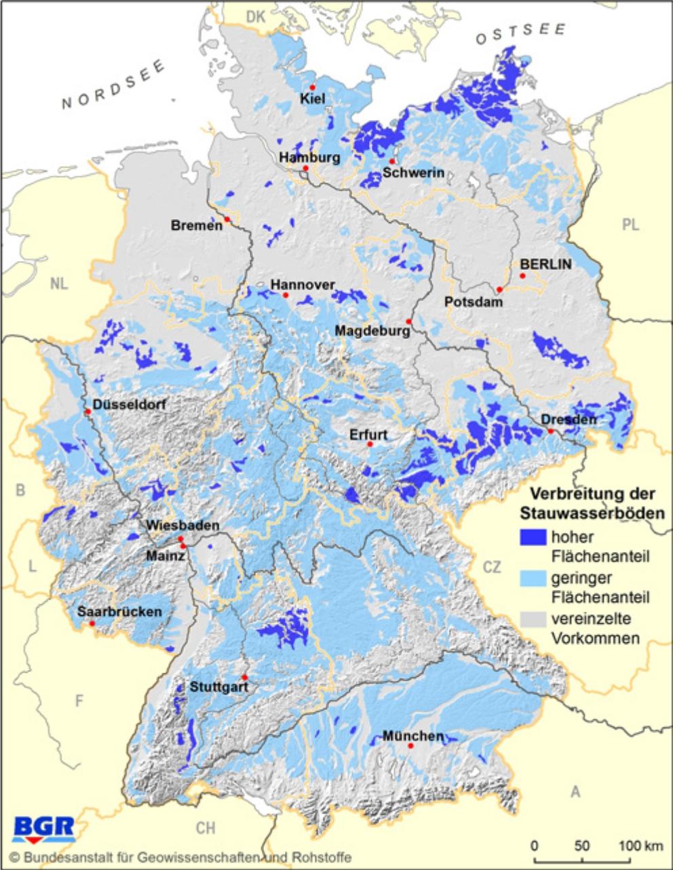 Eine Kartendarstellung mit der Verbreitung von Stauwasserböden in Deutschland