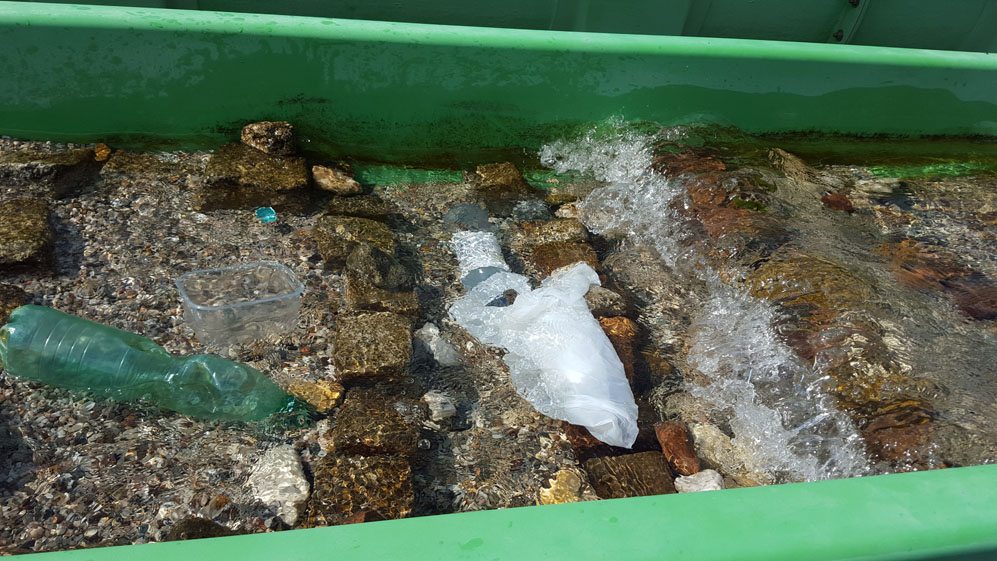 Simulation of plastic degradation under wave stress in a modified stream outdoor mesocosm of the FSA