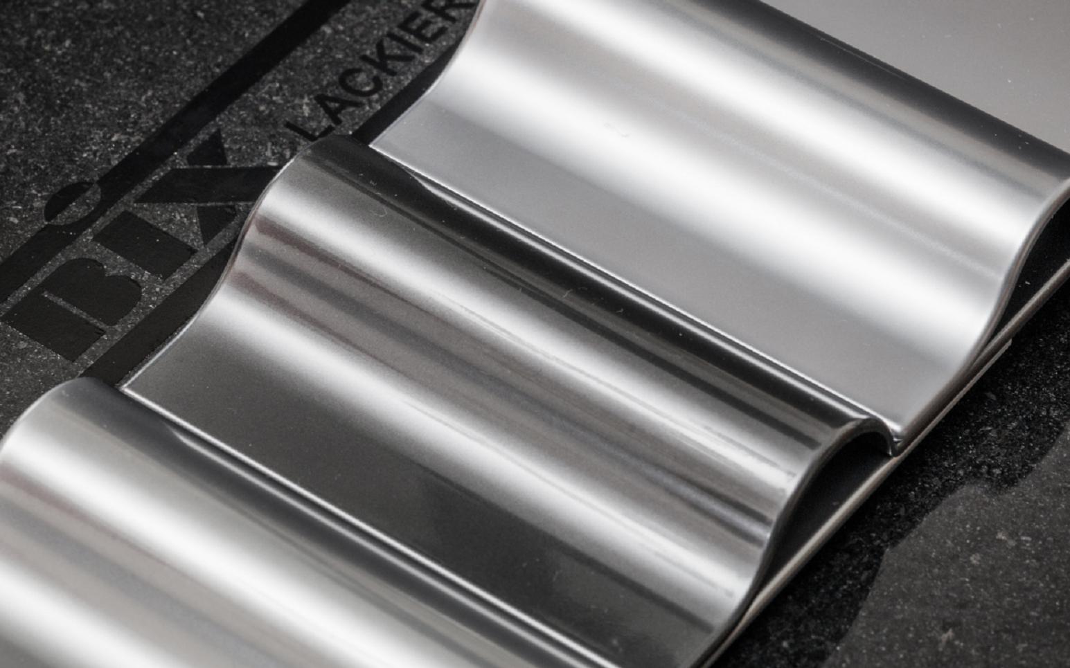 Metallteile mit Chrom-Optik
