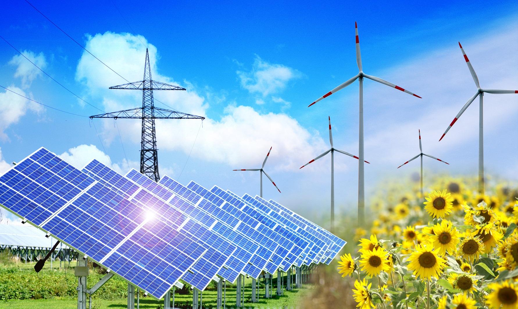 Solarpark, Windräder, Energiefreileitung und Sonnenblumenfeld