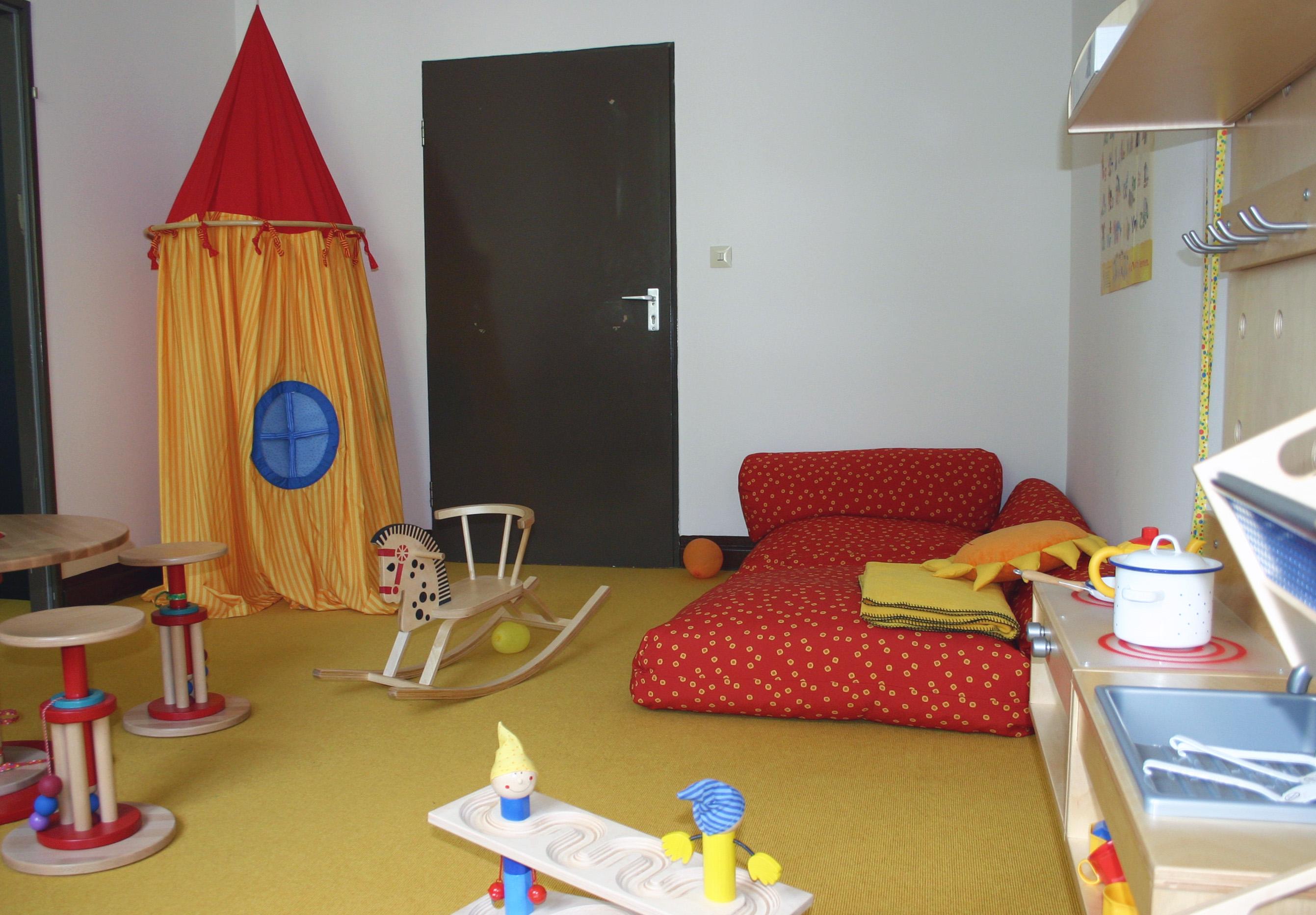 kleinkind zimmer kleinkind zimmer gestalten ideen f r m dchen kinderzimmer zur einrichtung und. Black Bedroom Furniture Sets. Home Design Ideas