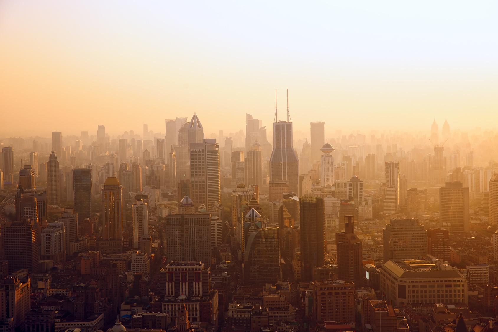 Smog bei Sonnenaufgang in Shanghai