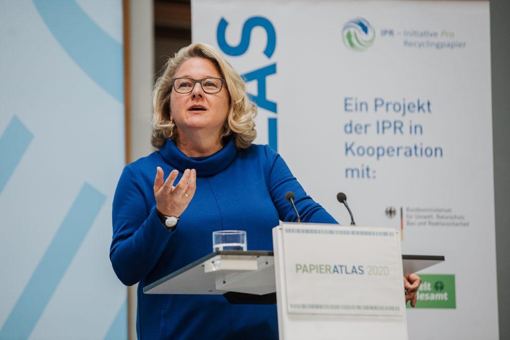 Bundesumweltministerin Svenja Schulze während einer Rede