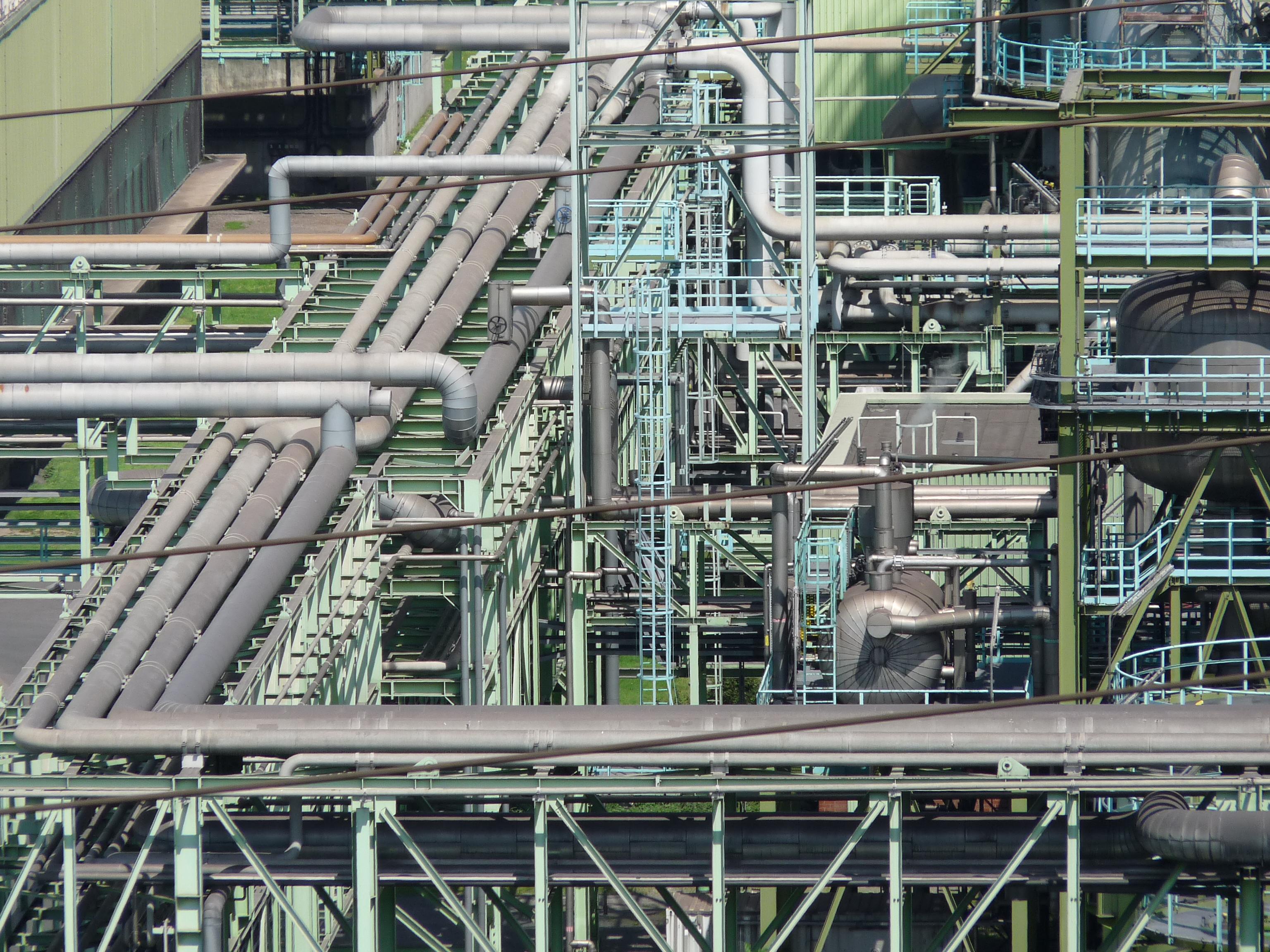 Leitungsrohre in einem chemischen Werk.