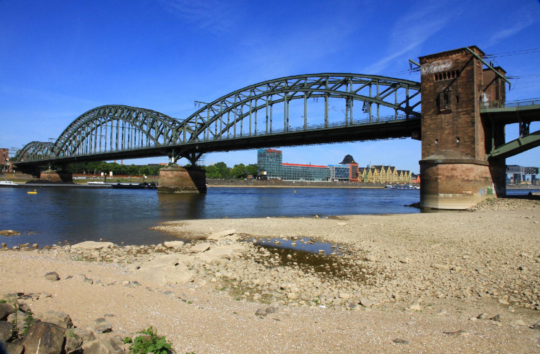 Niedrigwasser am Rhein.