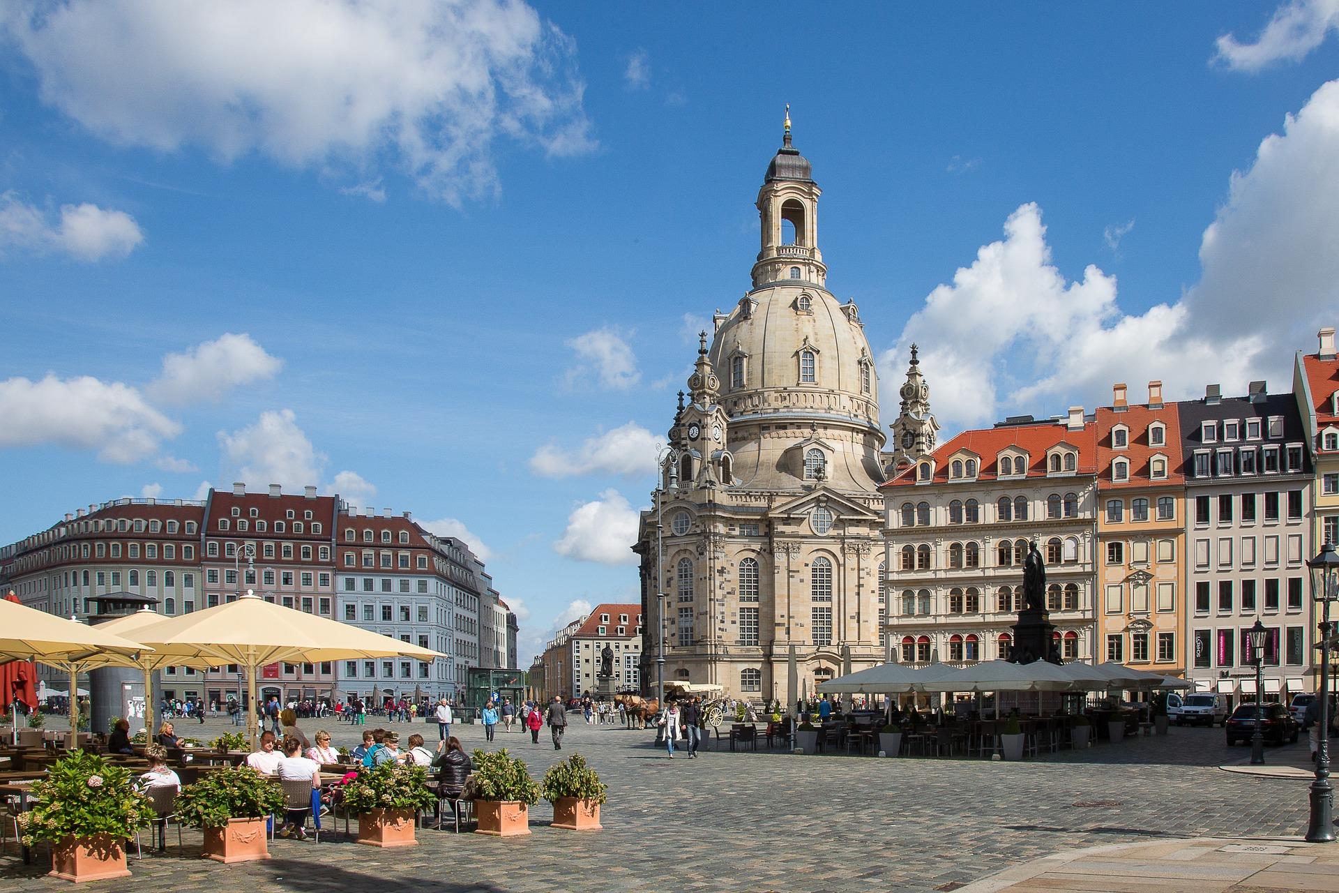 Frauenkirche in Dresden an einem sonnigen Tag