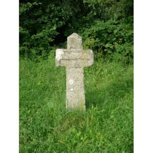Foto eines Kreuzes am Wegesrand des Lehrpfades
