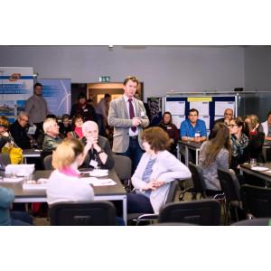 Zum Abschluss der Ideen- und Kooperationsbörse bedankt sich Andreas Claus, Bürgermeister der Stadt Uebigau-Wahrenbrück, bei den Gästen für die Teilnahme und beschreibt die kommenden Schritte nach der Veranstaltung