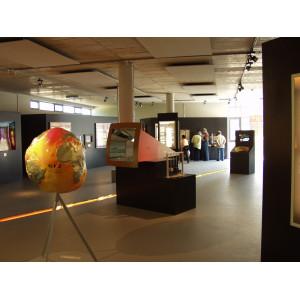 Blick in die Dauerausstellung System Erde, sie gibt Einblicke in die faszinierenden geowissenschaftlichen Phänomene und Zusammenhänge auf unserem Planeten