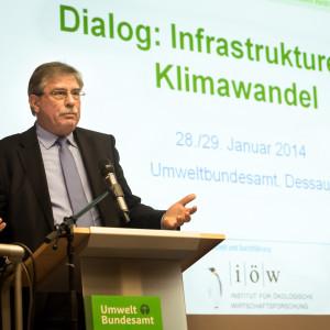 Vizepräsident des UBA am Rednerpult bei Begrüßung der Konferenzteilnehmer
