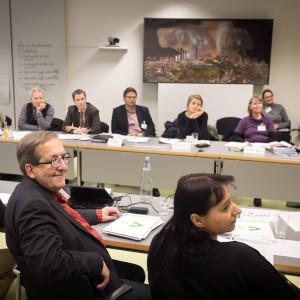 Teilnehmer des Workshops Verkehr sitzen zusammen und diskutieren