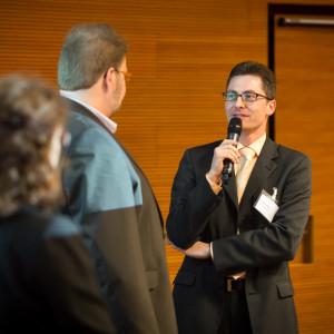 Interview von Workshopteilnehmern auf der Bühne am Ende des ersten Veranstaltungstages