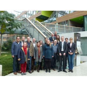 Gruppenbild der kommunalen Vertreter im Atrium des Umweltbundesamtes