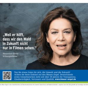 """Hannelore Elsner und Schriftzug """"Weil er hilft, dass wir den Wald in Zukunft nicht nur in Filmen sehen"""", daneben das Logo """"Blauer Engel"""""""
