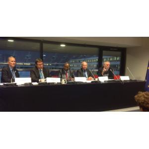 Jochen Flasbarth mit anderen Rednern auf einem Podium