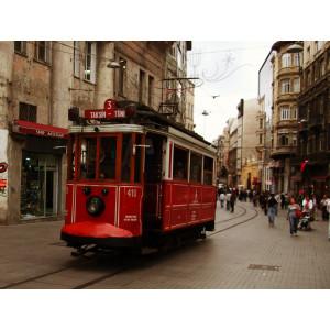 Die historische Straßenbahn im Zentrum von Istanbul