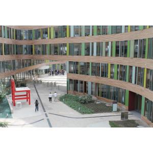 Breuers XXL-Stuhl ist im Atrium des Umweltbundesamtes zu besichtigen.