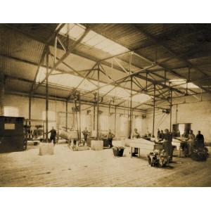 Große Halle, in der Arbeiter Lumpen sortieren