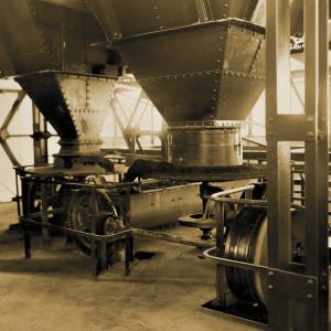 Walzenmühle zum Malen des Rohstoffs