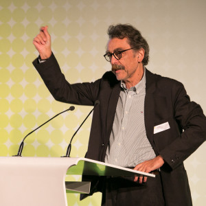 Bundespreis Ecodesign 2014 Juryvorsitzender Prof. Günter Horntrich hält die Laudatio auf VosLED