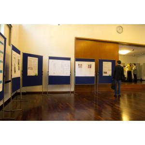 Aufsteller mit Informationen im Foyer
