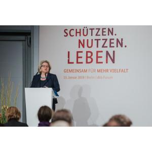 Bundesumweltministerin Svenja Schulze auf dem Podium