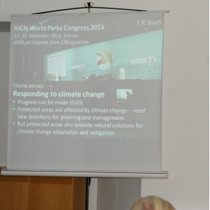 Eine Projektion auf Leinwand zum Thema IUCN World Parks Congress 2014 in Sydney: Responding to climate change