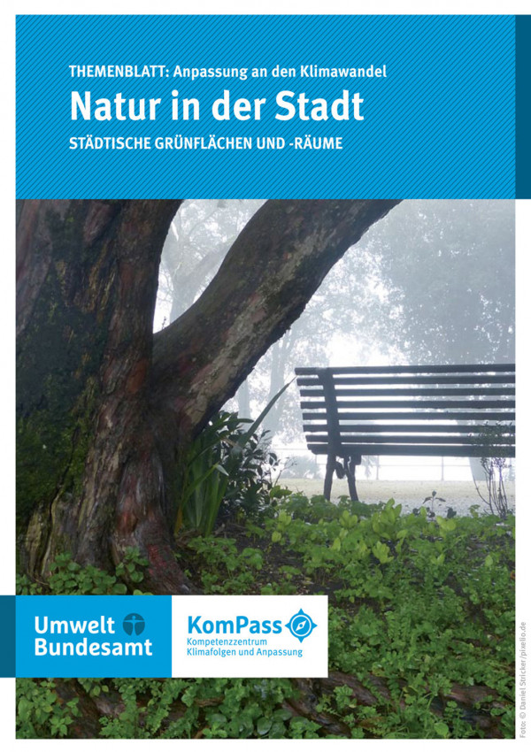 """Cover von """"Anpassung an den Klimawandel: Natur in der Stadt"""", Titelfoto: Parkbank unter einem alten Baum"""