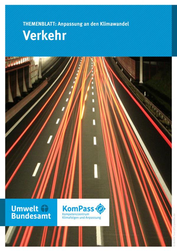 """Cover von """"Anpassung an den Klimawandel: Verkehr"""" mit einem Foto einer Autobahn bei Nacht"""