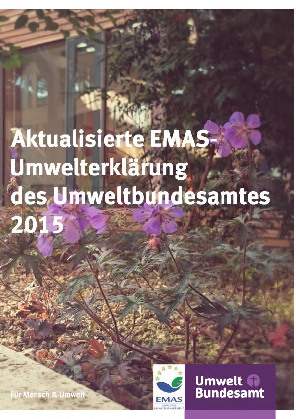 """Cover der Broschüre """"Aktualisierte EMAS-Umwelterklärung des Umweltbundesamtes 2015"""" mit einem Hintergrundbild blühender Pflanzen im UBA-Gebäude und den Logos """"EMAS"""" und """"Umweltbundesamt"""""""