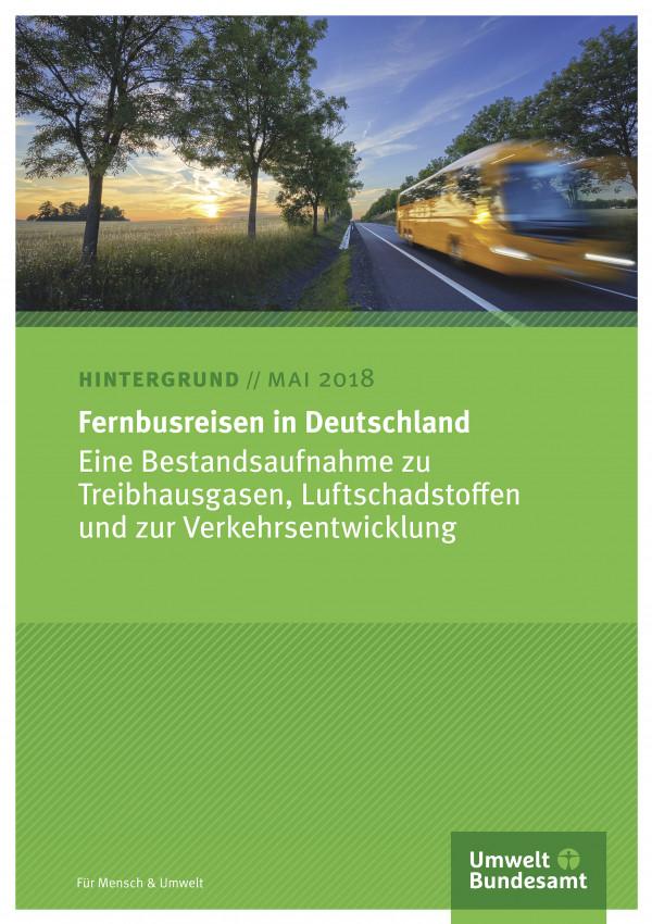 """Cover des Hintergrundpapiers """"Fernbusreisen in Deutschland"""" des Umweltbundesamtes mit einem Foto eines Fernbusses auf einer Landstraße"""