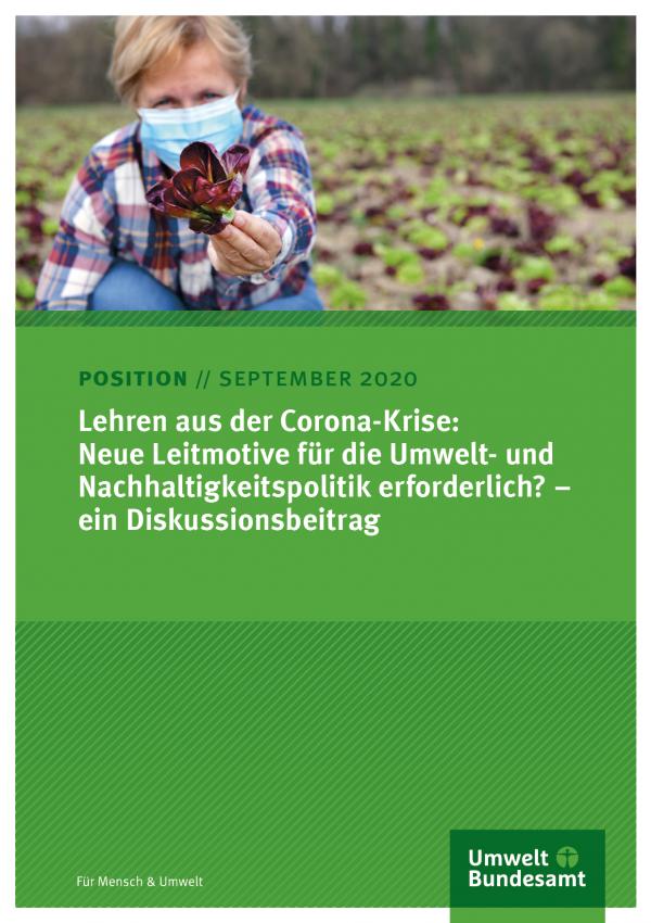 Titelseite des Positionspapieres mit dem Foto einer Frau mit Mund-Nasen-Bedeckung auf einem Salatfeld