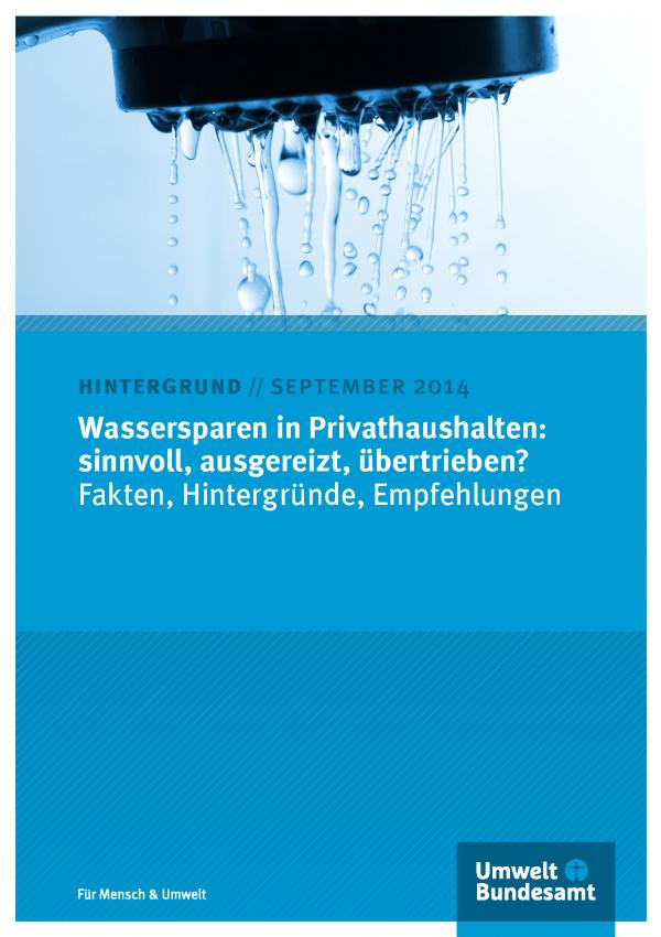 """Cover des Hintergrundpapiers """"Wassersparen in Privathaushalten: sinnvoll, ausgereizt, übertrieben?"""" mit dem Foto eines Duschkopfes, aus dem warmes Wasser läuft, und mit dem Logo des Umweltbundesamtes"""