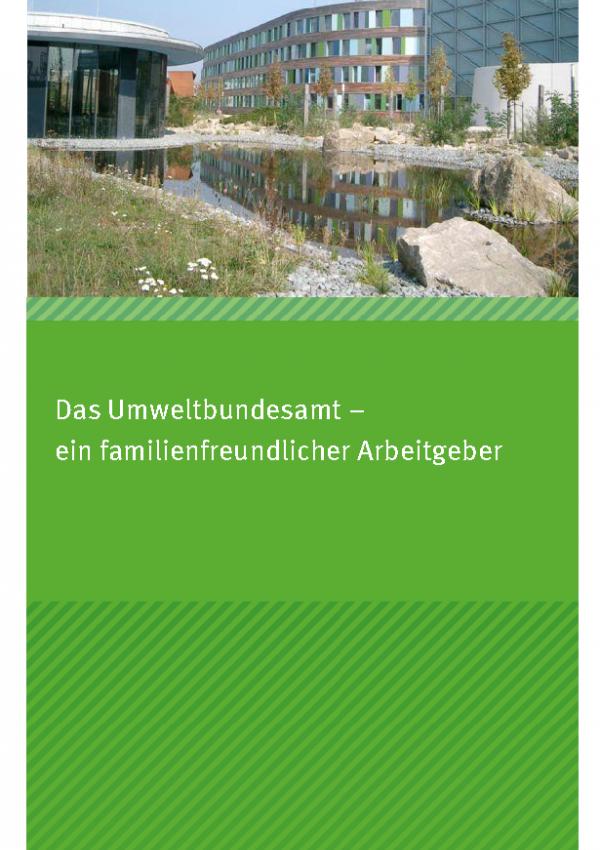 """Cover des Faltblatts """"Das Umweltbundesamt – ein familienfreundlicher Arbeitgeber"""" mit einem Foto des Deinstgebäudes in Dessau-Roßlau und dem Teich davor"""