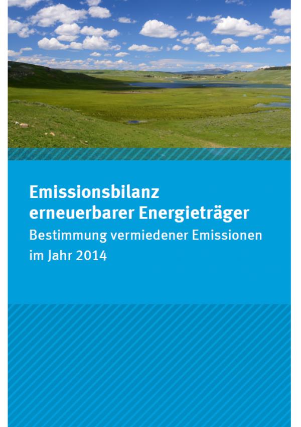 """Cover des Faltblatts """"Emissionsbilanz erneuerbarer Energieträger - Bestimmung vermiedener Emissionen im Jahr 2014"""" mit einem Foto einer hügeligen Wiesenlandschaft mit blauem Himmel und weißen Wolken. Unten das Logo des Umweltbundesamts."""