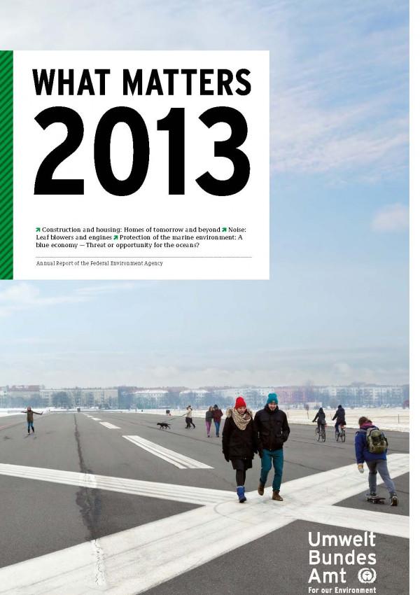 Cover der Publikation What Matters 2013 mit einem Foto von Spaziergängern auf dem Gelände des stillgelegten Flughafens Berlin-Tempelhof