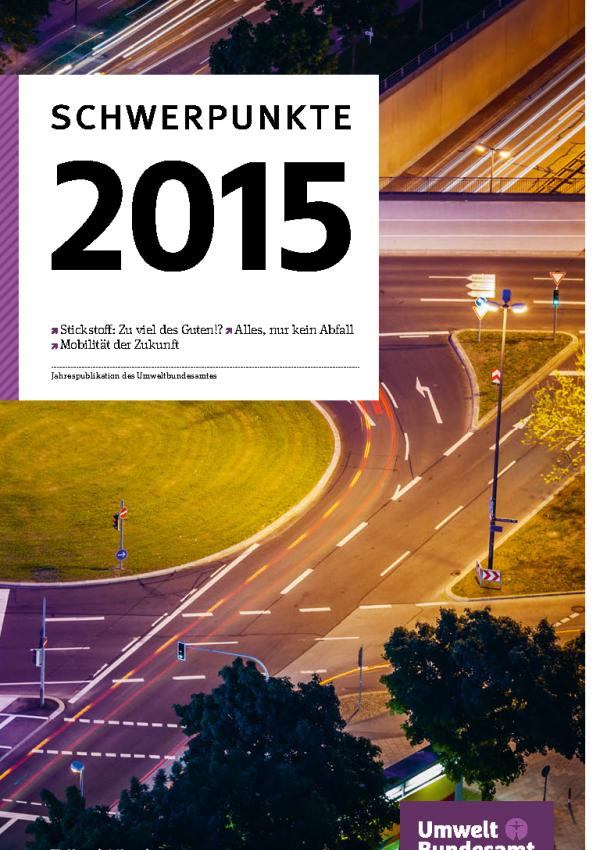 """Cover der Broschüre """"Schwerpunkte 2015 - Jahrespublikation des Umweltbundesamtes"""" mit einem Hintergrundbild eines großen Kreisverkehrs bei Nacht. Angekündigt werden die Themen """"Stickstoff: Zu viel des Guten"""""""", """"Alles, nur kein Abfall"""" und """"Mobilität"""""""