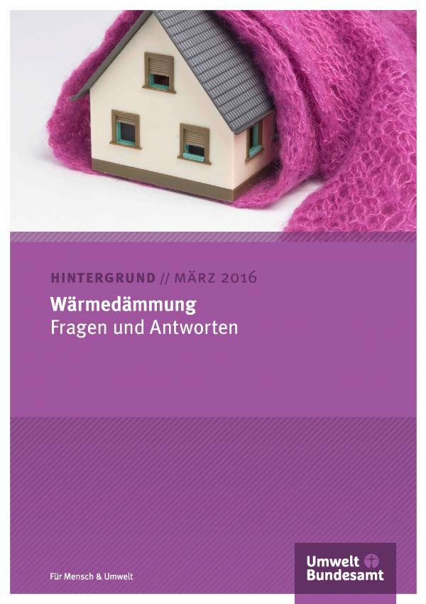 """Cover des Hintergrundpapiers """"Wärmedämmung - Fragen und Antworten"""" mit einem Foto von einem Einfamilienhaus, das in einen Wollschal gepackt ist, unten das Logo Umweltbundesamt"""