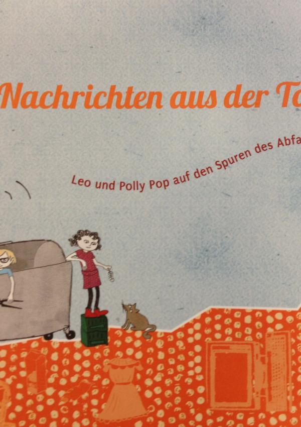 """Titelbild des Kinderbuchs """"NAchris der Tonne"""", Zeichnung: Zwei Kinder und eine Katze untersuchen den Inhalt einer Mülltonne"""
