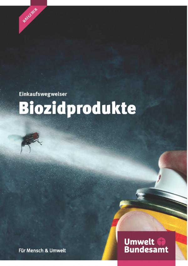 """Cover der Broschüre """"Einkaufswegweiser Biozide"""" mit dem Foto, wie eine Stubenfliege mit einem Insektenspray besprüht wird. Unten das Logo des Umweltbundesamtes."""