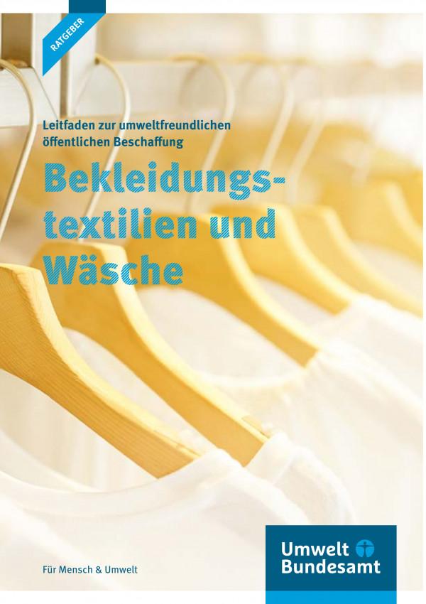 """Titelseite der Ratgeber-Broschüre """"Cover Leitfaden zur umweltfreundlichen öffentlichen Beschaffung: Bekleidungstextilien und Wäsche"""""""