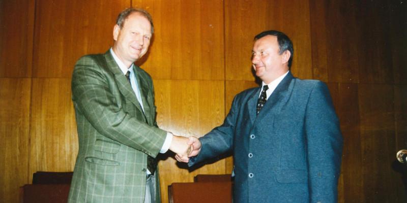 Bild zweier Vertreter der DBu und der Kaliningrader Gebietsregierung