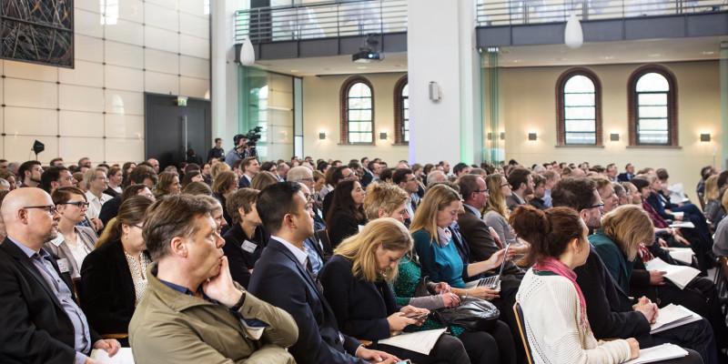 Rund 350 Teilnehmende besuchten das erste UBA Forum mobil & nachhaltig in Berlin