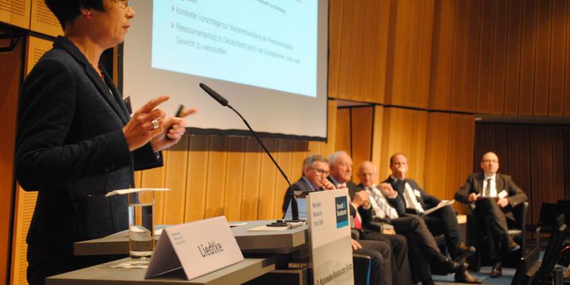 Plenarsitzung: Ressourceneffizienz in der Praxis - Wie gelingt der Transfer v. Forschungsergebnissen
