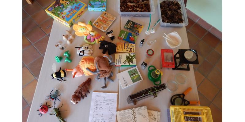 Probenbehälter, Beobachtungshilfen Bestimmungsschlüssel  und   Anschauungsmodelle zum Entdecken von Tieren auf und im Boden