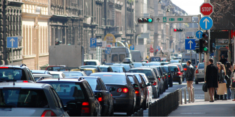 Autostau in der Stadt